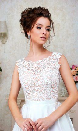 Элегантное свадебное платье А-силуэта с закрытым кружевным верхом.