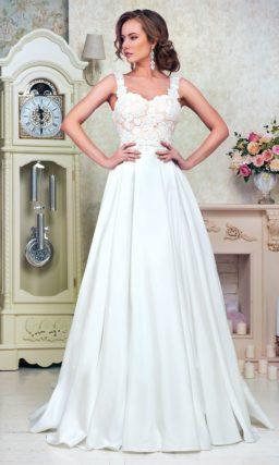 Свадебное платье «принцесса» с кружевным корсетом на золотистой атласной подкладке.