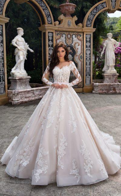 Стильное свадебное платье «принцесса» с великолепным длинным рукавом из кружева.