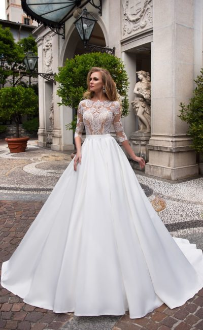 Роскошное свадебное платье А-силуэта с тонким полупрозрачным верхом с вышивкой.