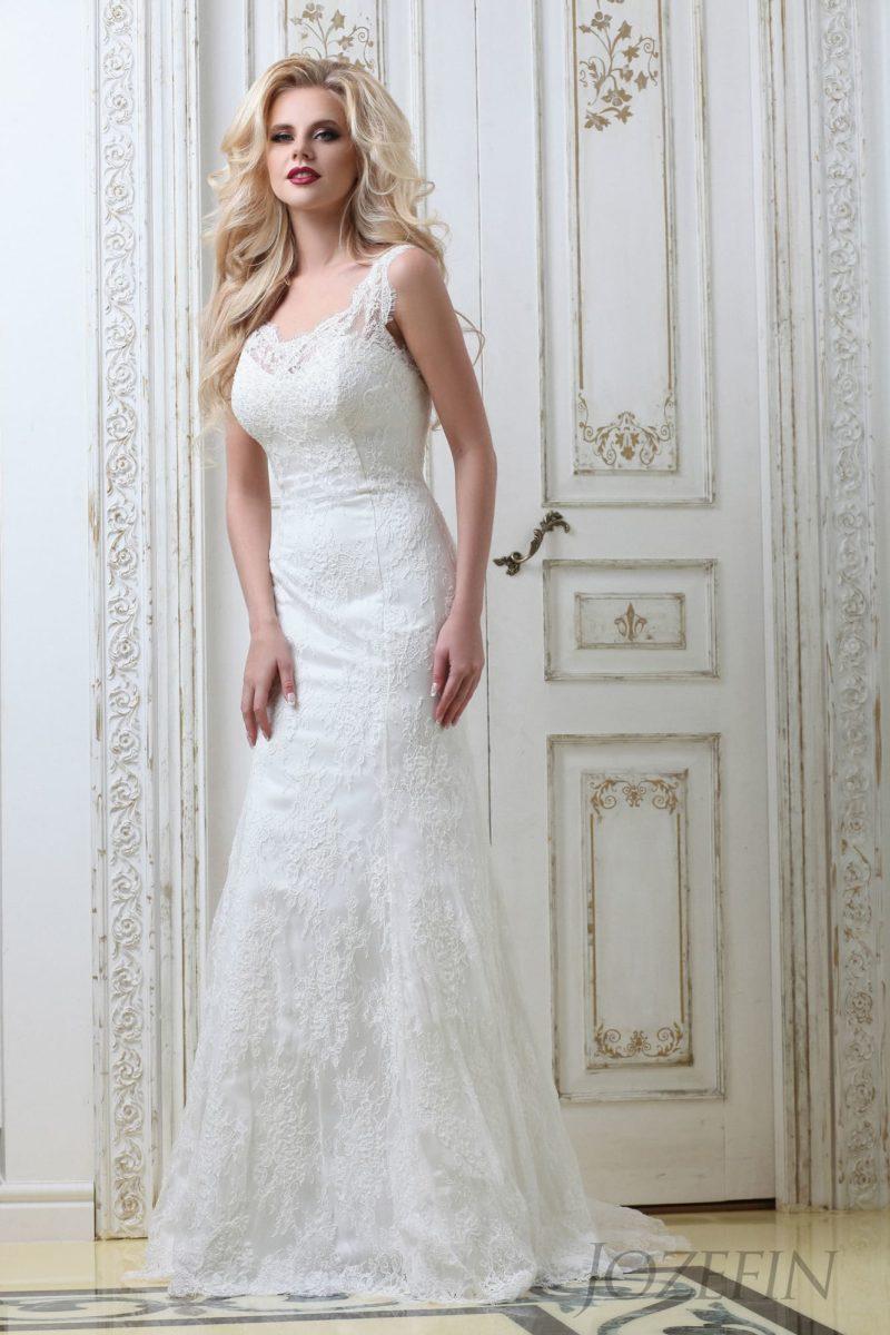 Женственное свадебное платье «русалка», полностью покрытое фактурным кружевом.