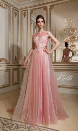 Розовое свадебное платье с многослойной юбкой и элегантным закрытым лифом.