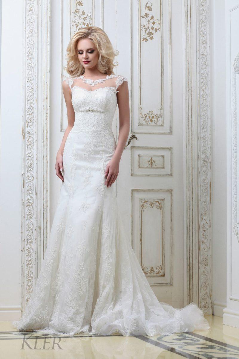 Свадебное платье «русалка» с оригинальным лифом с полупрозрачной вставкой.