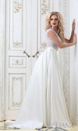 Свадебное платье «принцесса» с атласной юбкой и стильным кружевным лифом.