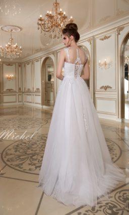 Пышное свадебное платье с фактурным кружевным декором по корсету и лифу.