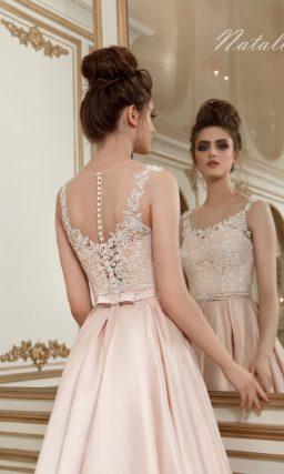Розовое свадебное платье из роскошного глянцевого атласа, с юбкой силуэта «принцесса».