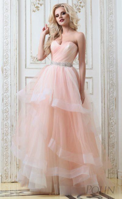 Кокетливое свадебное платье персикового оттенка с многоярусной юбкой «принцесса».