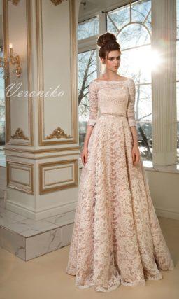 Бежевое свадебное платье с округлым вырезом, рукавом три четверти и юбкой А-силуэта.