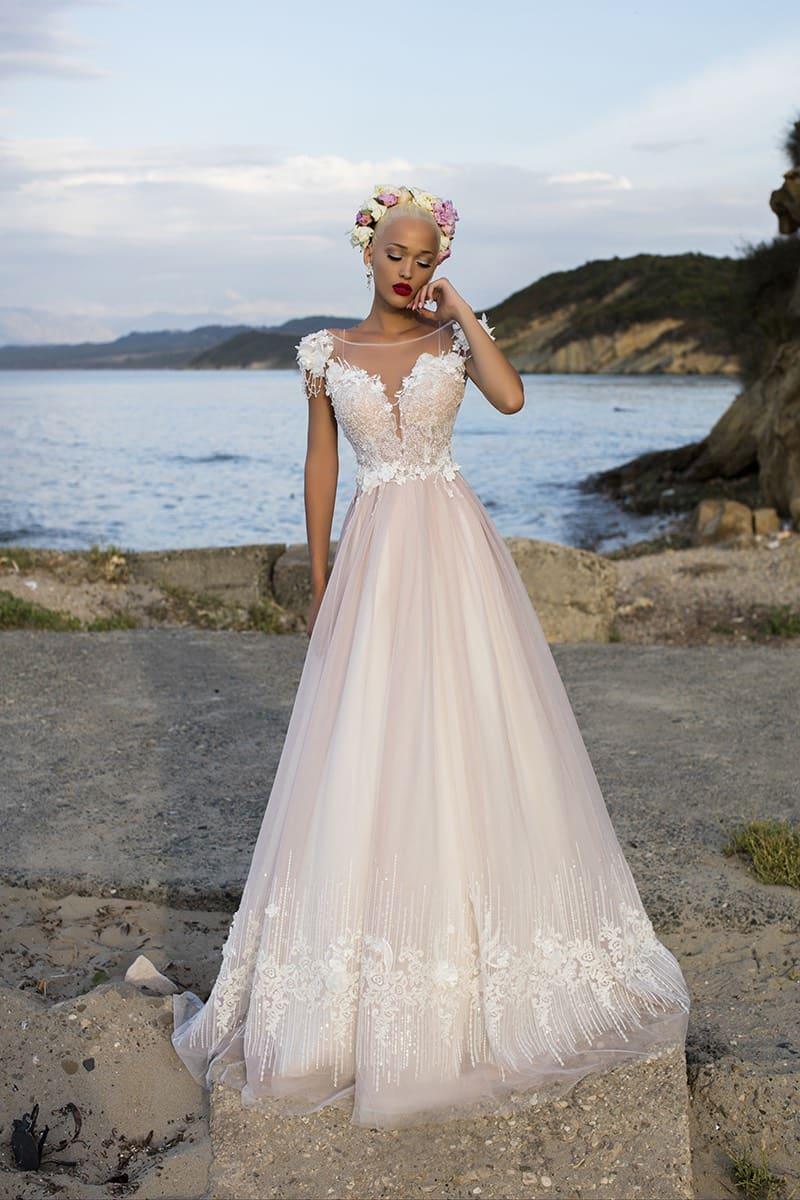 87620fc3f3d Свадебное платье «принцесса» пудрового цвета с коротким рукавом и кружевным  декором.