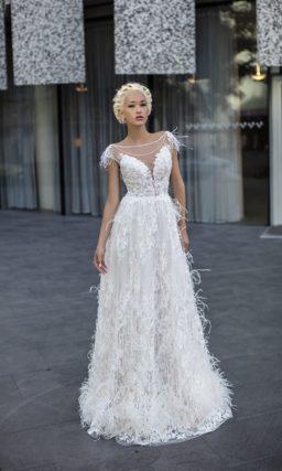 Свадебное платье «принцесса» с объемной отделкой и кружевными аппликациями.