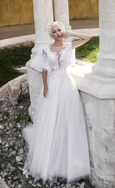 Свадебное платье «принцесса» с великолепным шлейфом и оригинальными рукавами.