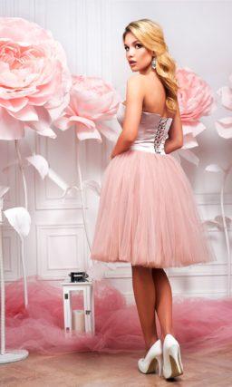 Короткое платье розового цвета