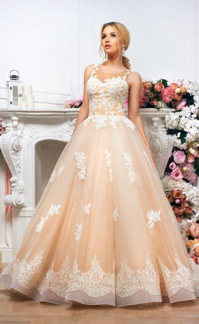 Золотистое свадебное платье пышного силуэта, украшенное белым кружевом.