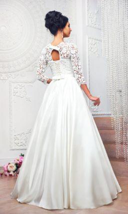 Свадебное платье «принцесса» с длинным кружевным рукавом и скрытыми карманами.