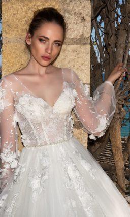Свадебное платье с прозрачным длинным рукавом и юбкой силуэта «принцесса».