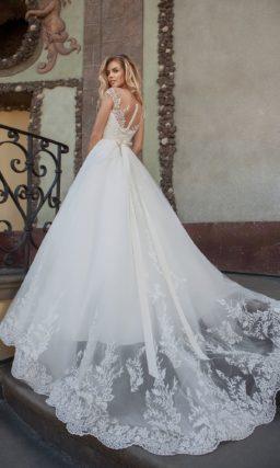 Платье c кружевным декором