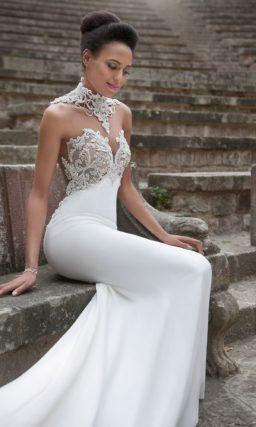Открытое свадебное платье «рыбка» с фактурным лифом и длинным шлейфом.