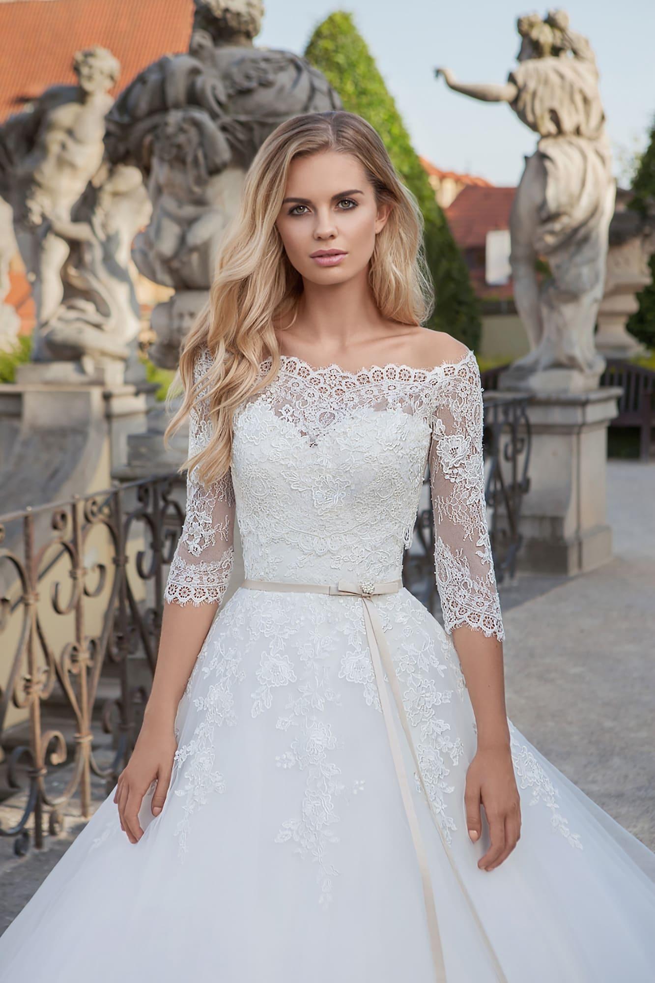 12bead83cc7e96e /shop/berta-13/ /shop/elizabeth/. Eva Grandes 2019 / Dana. Свадебное платье  с оригинальным верхом-трансформер. Открытый корсет ...