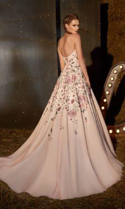 Вечернее платье с открытым лифом в форме «сердца» и юбкой «принцесса».