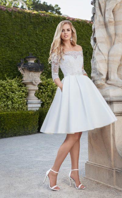 Короткое платье с рукавом