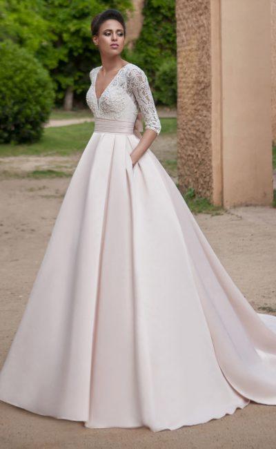 Атласное платье с карманами
