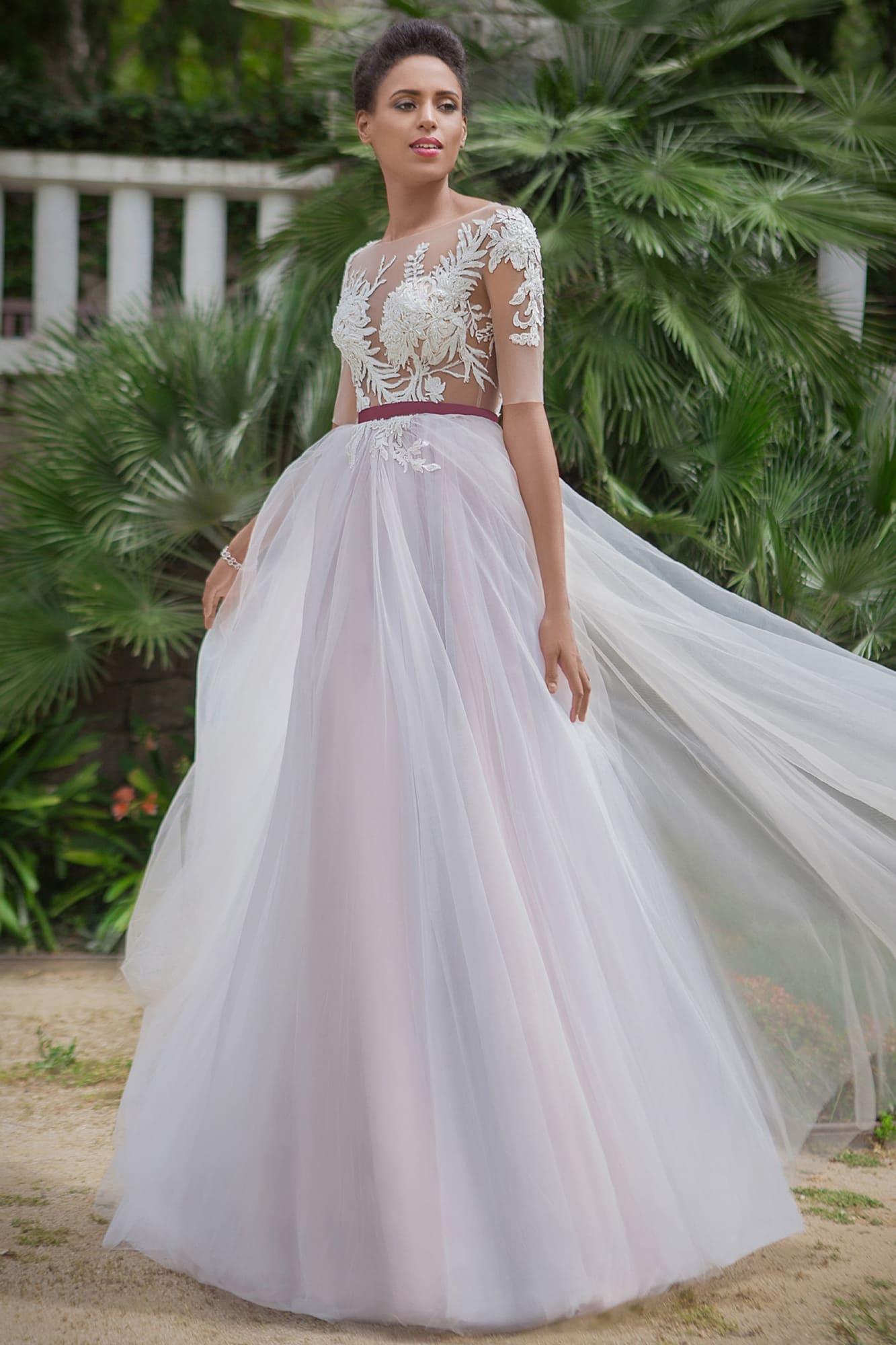78eeed0f10a Романтичное свадебное платье А-силуэта с бордовым поясом и цветной  подкладкой.