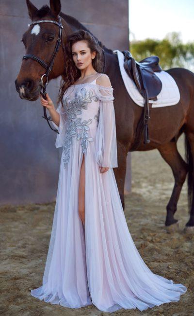 Белое вечернее платье с соблазнительной юбкой и оригинальным верхом.