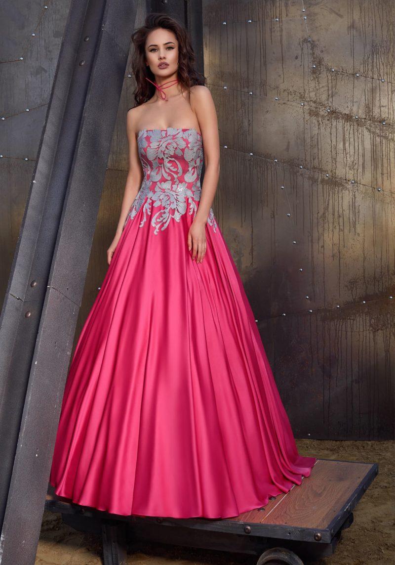 Розовое открытое платье