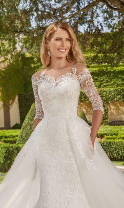 Платье с кружевным вырезом