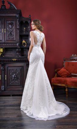 Свадебное платье «принцесса» с полупрозрачной спинкой и небольшим шлейфом.