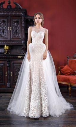 Бежевое свадебное платье-трансформер с силуэтом «русалка» и верхней юбкой.