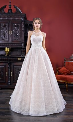 Пудровое свадебное платье А-силуэта с кружевом и американской проймой.