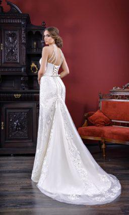 Открытое свадебное платье «русалка» с соблазнительным шлейфом сзади.