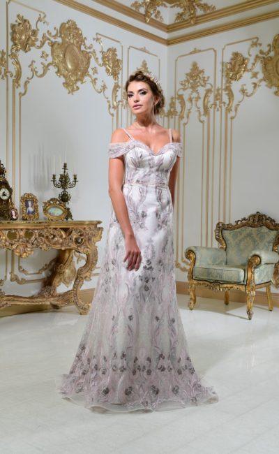 Свадебное платье «принцесса» с сияющей вышивкой и соблазнительным лифом.