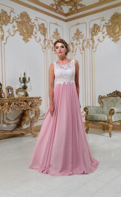 Свадебное платье с розовым низом и верхом, полностью покрытым белым кружевом.