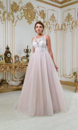 Свадебное платье «принцесса» с нежным кружевным верхом и розовой юбкой.