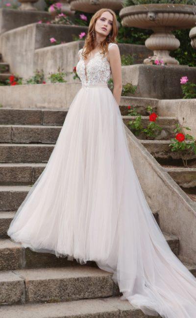 Свадебное платье «принцесса» с кружевным верхом и тюльмариновым подолом.