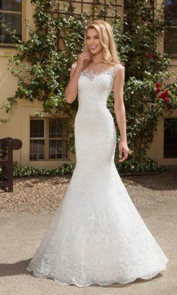 Свадебное платье силуэта «русалка» с кружевным верхом и пышной верхней юбкой.