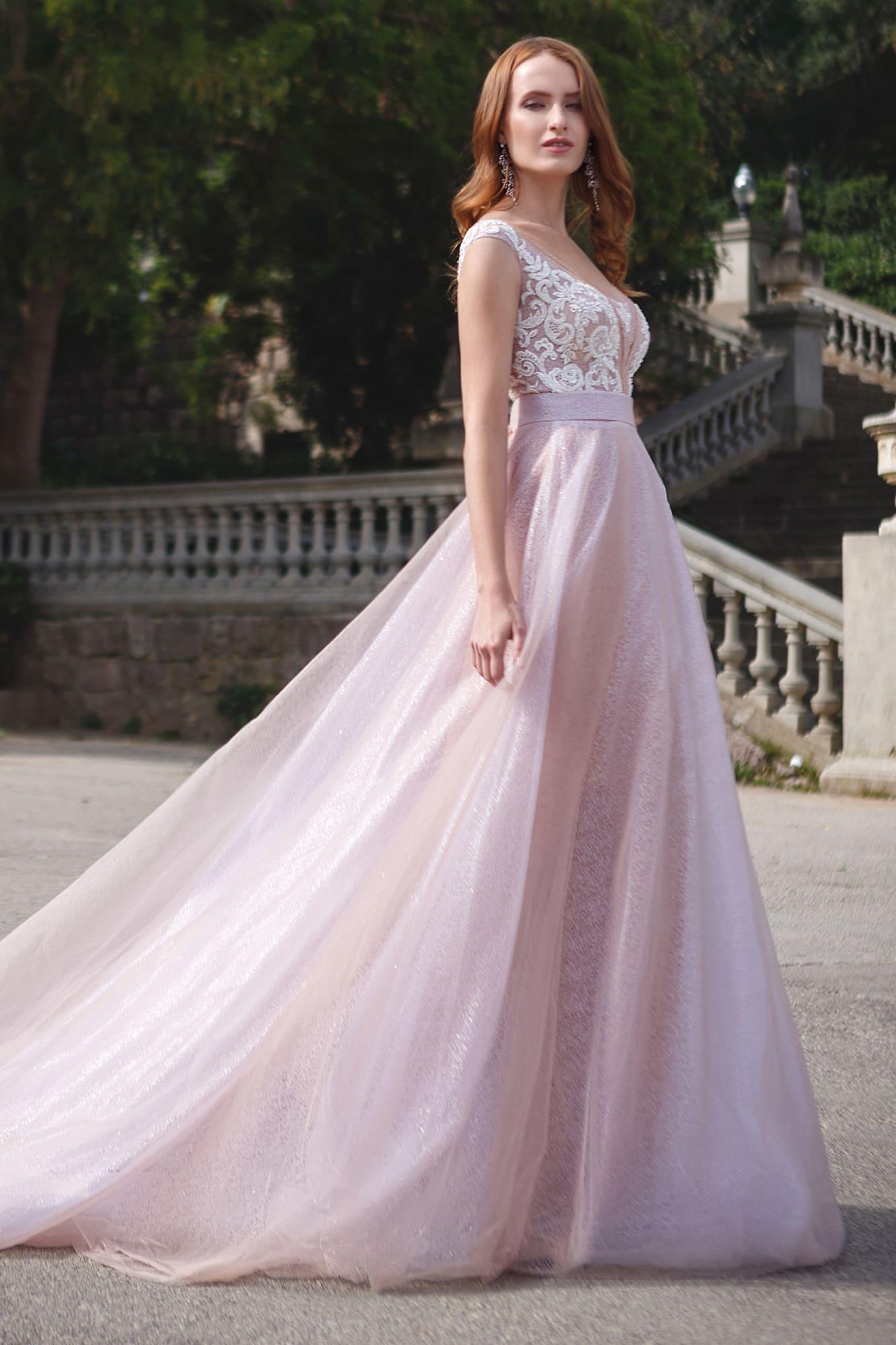 cf77c3e8ac8 Розовое свадебное платье «принцесса» с открытой спинкой и кружевным верхом.