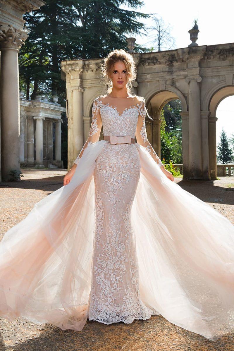 Розовое свадебное платье-трансформер с юбкой на широком поясе и длинным рукавом.