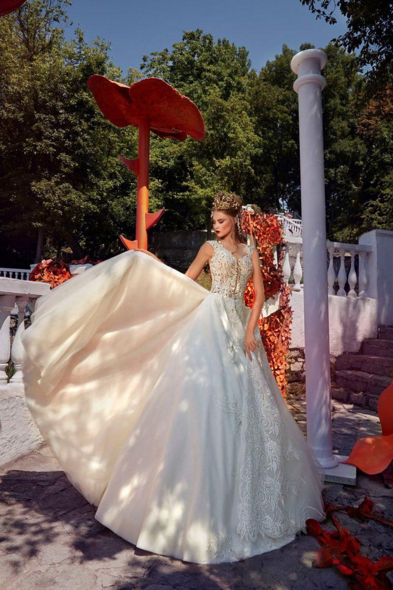 Свадебное платье «принцесса» с кружевным корсетом и двойной юбкой А-силуэта.