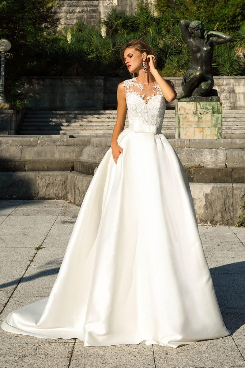 Свадебное платье без рукавов, с вышивкой на лифе и скрытыми карманами на юбке.