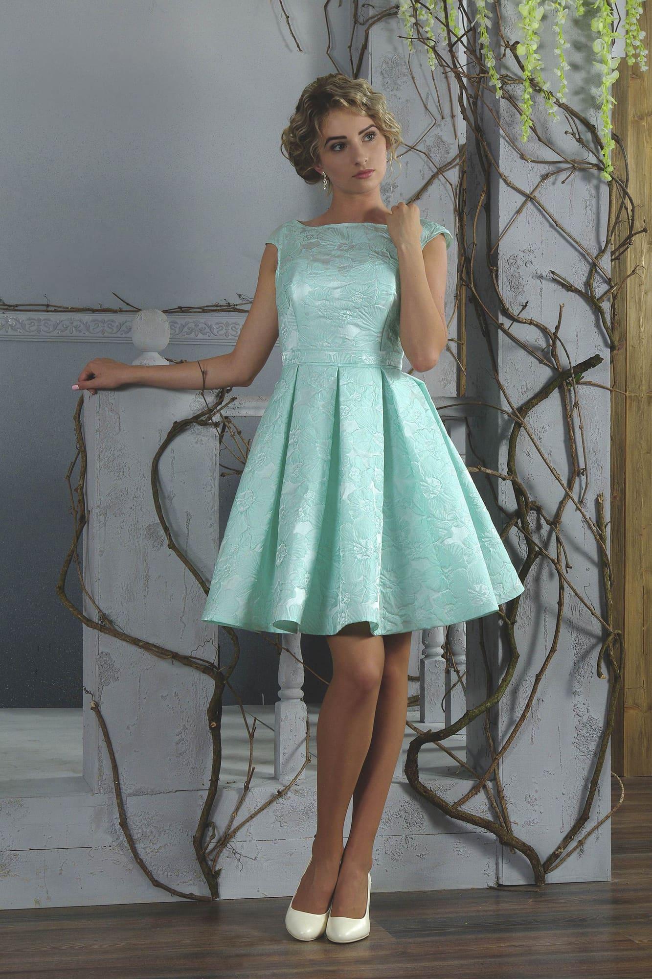 c1ca2d69fca Короткое вечернее платье бирюзового цвета со стильными складками по подолу.
