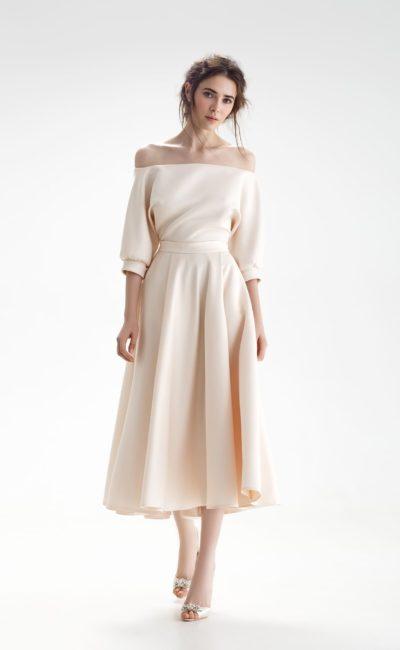 Короткое платье цвета айвори
