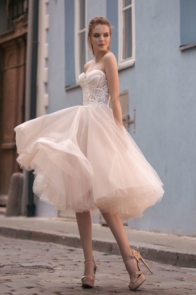 Свадебное платье-трансформер бежевого цвета с двумя вариантами юбки.