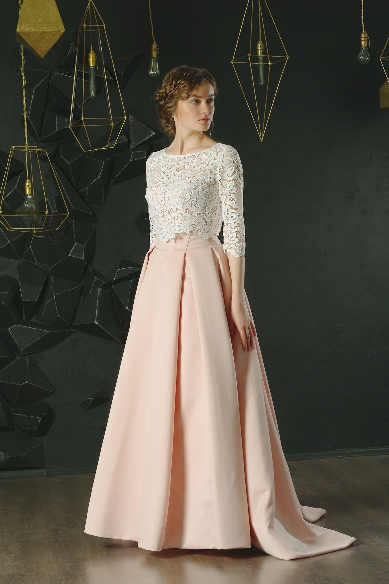 40c6365d21a Розовое вечернее платье с кружевным болеро белого цвета и небольшим шлейфом.