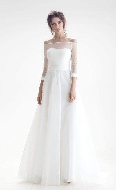 Свадебное платье с полупрозрачным рукавом с манжетами и юбкой «принцесса».