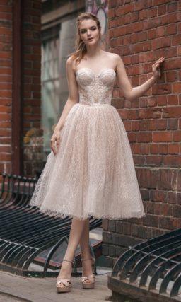 Короткое платье пудрового цвета