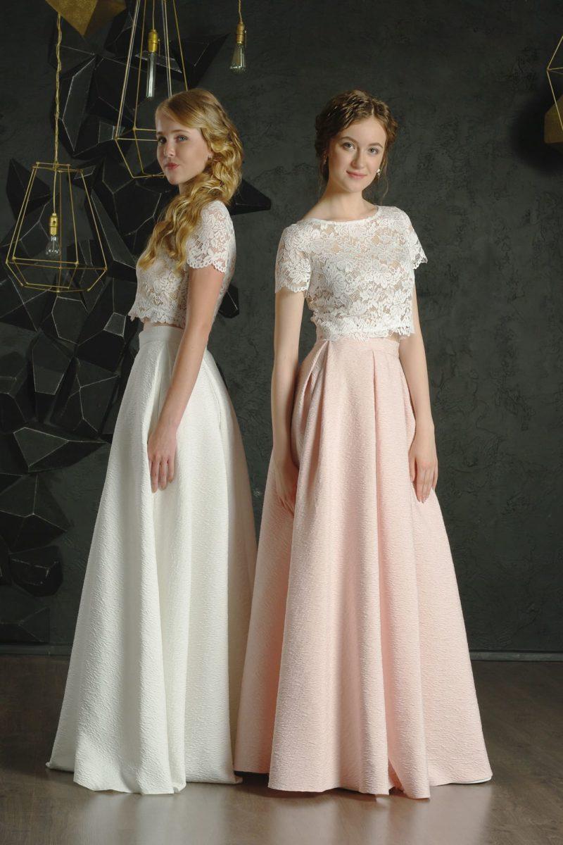 Вечернее платье с эффектным силуэтом и коротким кружевным топом.