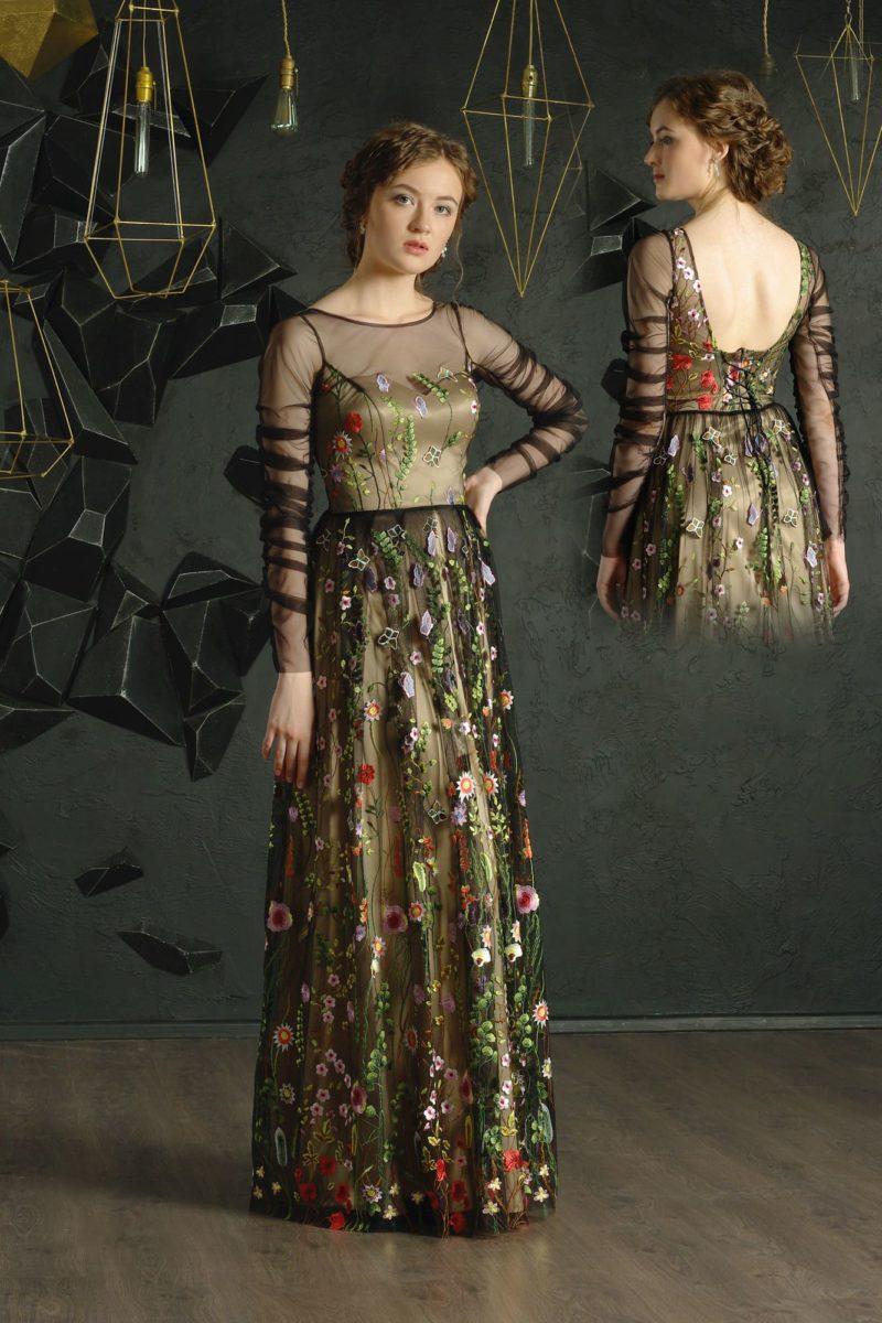Прямое вечернее платье  черного цвета на золотистой подкладке, длиной в пол.